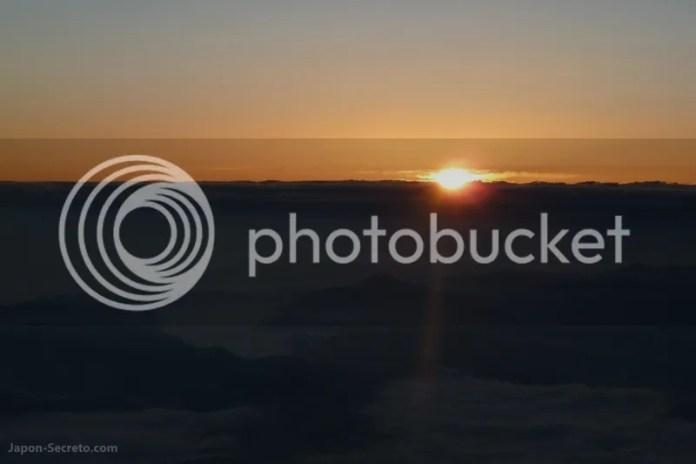 Vistas de la salida del sol desde la cima. Guía para subir al Fuji (japon-secreto.com)