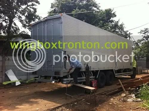 Karoseri wing box tronton panjang 9.7 meter ekstra kargo ekstra kubikasi