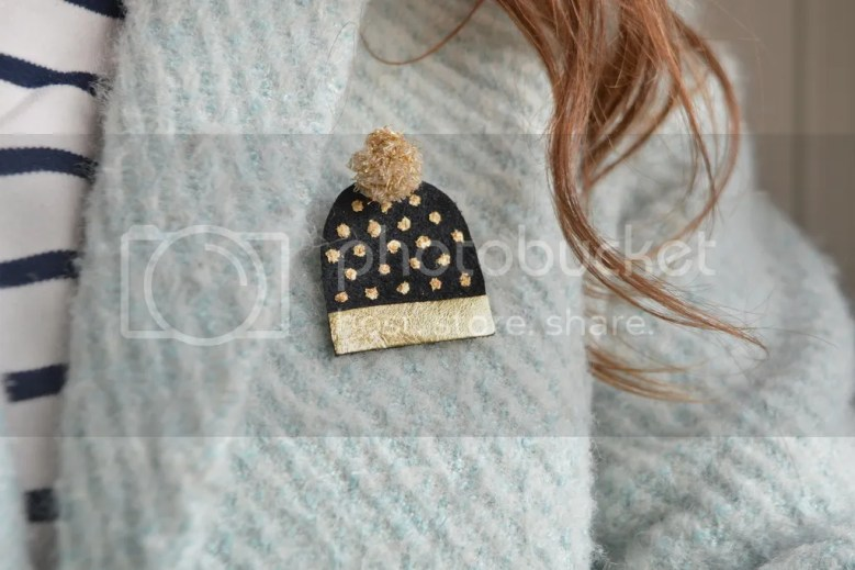 DIY broche bonnet en cuir - The Camelia