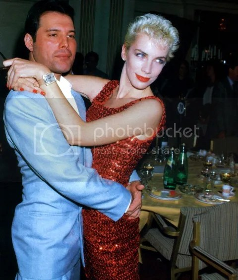 freddie-mercury-and-annie-lennox-in-1987_zps782a6b0c.jpg (480×564)