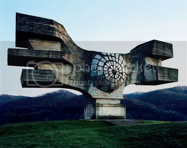 photo Abandoned-Yugoslavian-Monuments-by-Jan-Kempenaers-15_zpsf55640f7.jpg