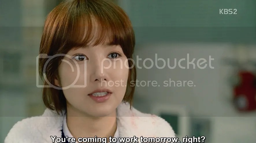 Healer ep 13 Young Shin at the hospital talking to Bong Sook