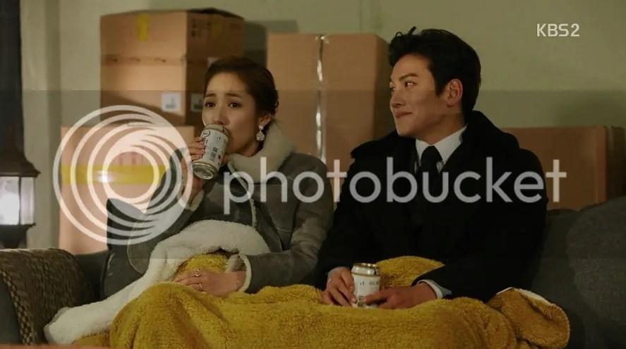 Healer ep 10 rooftop scene Jung Hoo looking admiringly at Young Shin