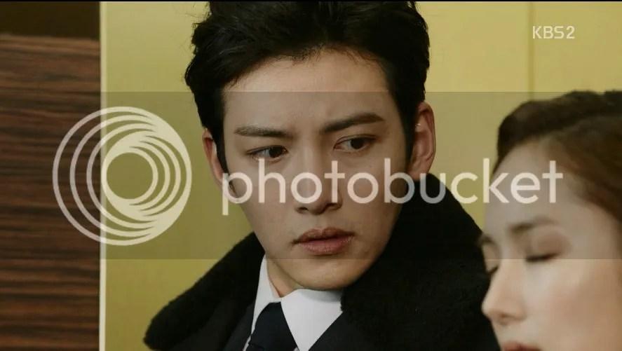 Healer Ep 10 Park Bong Soo looks at Young Shin