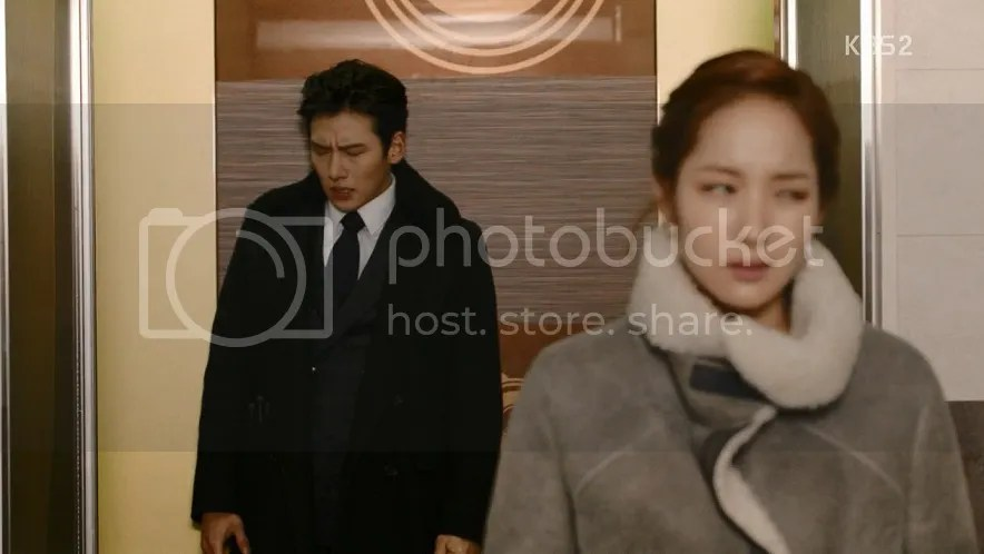 Healer Ep 10 Young Shin and Bong Soo in the lift