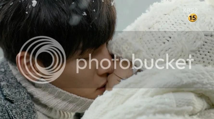 Healer Ep 9 rooftop kiss