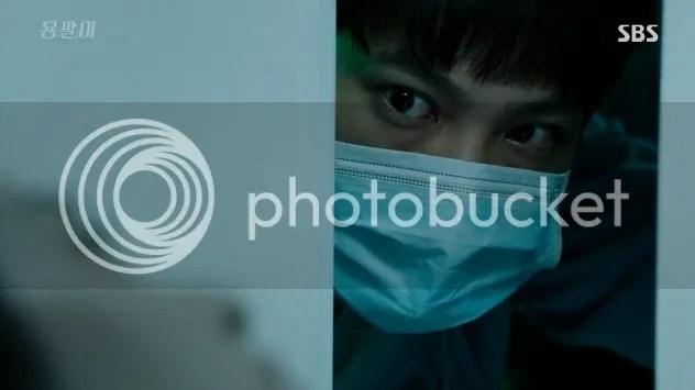 Yong Pal ep 4 Tae Hyun looks at Yeo Jin