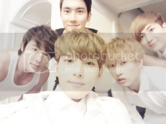 photo ryeowook_zpsb4be3542.jpg
