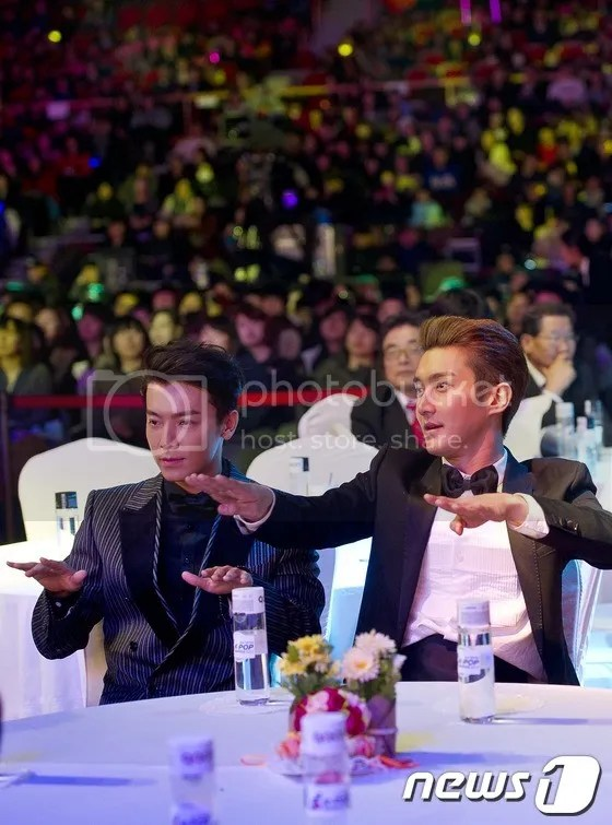 photo siwon-donghae_zps0d2ce17f.jpg