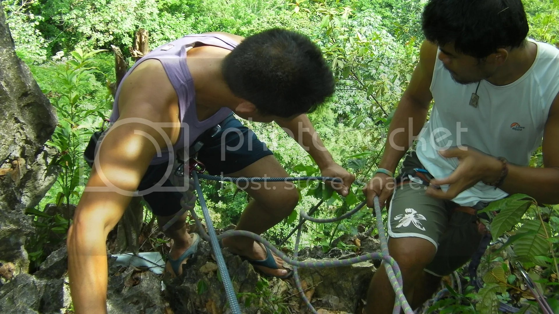 Rappelling in Cantabaco