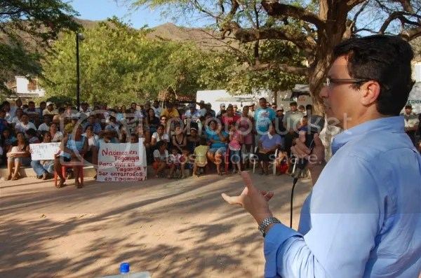 photo El-alcalde-de-Santa-Marta-Carlos-Caicedo-Omar-preside-primera-Asamblea-Ciudadana-en-Taganga__zpscee58c8f.jpg