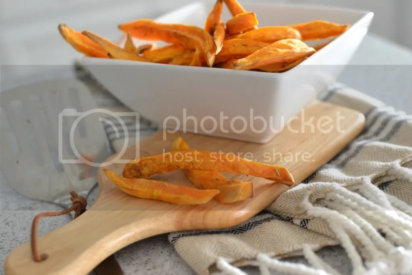 PALEO SWEET POTATO FRIES - www.thiswholekitchen.com