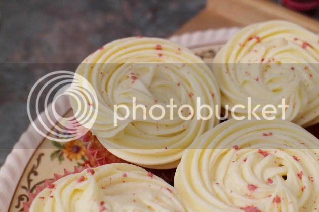photo Vanilla Cupcakes 4_zpslsxmkayh.jpg