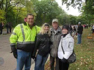 Mile 17 Cheer Squad: Paul, Heather, Grandpa, Jan (not pictured: Cathy...who took the pic)