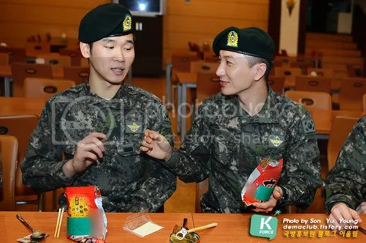 photo 130424-demaclub-update-with-leeteuk-by-demaclub-tistory-com-2_zpsaad3e6bf.jpg