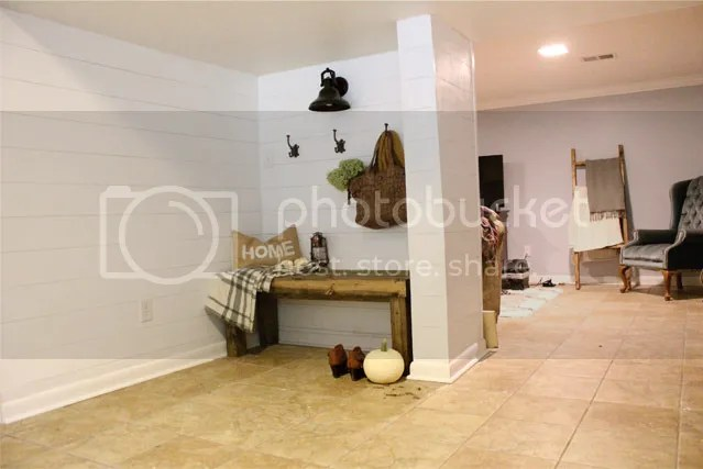 photo mudroom1_zpsezssyuvy.jpg