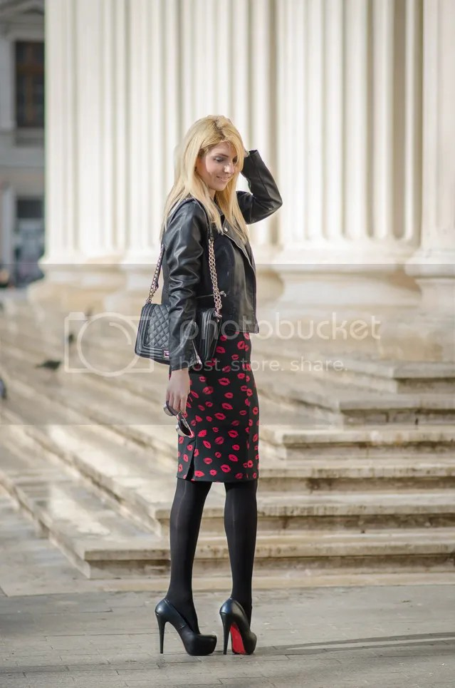 photo the-rubber-doll-famous-fashion-blogger-2015-ootd-red-lips-skirt-street-fashion-inspiration-blonde-img-7_zpschow7cxj.jpg