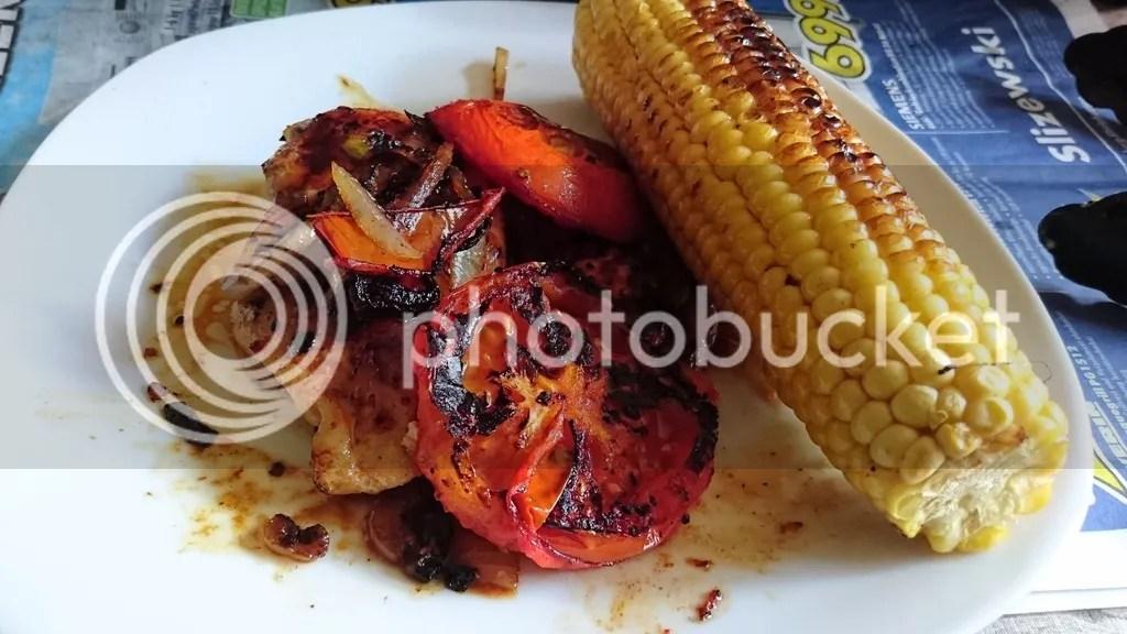 Hähnchenbrust mit Zwiebeln und Grilltomate und Mais connys low carb photo DSC_0105_zpst56kqxzq.jpg