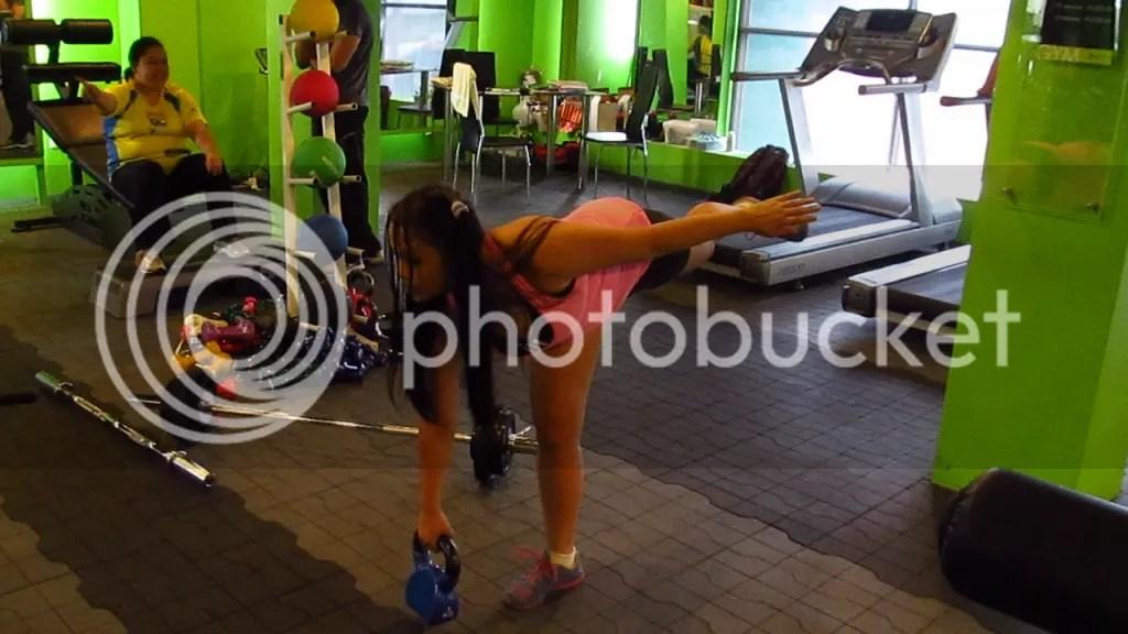 Lara Novales kettel bell one legged deadlift