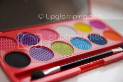 Sleek I-Divine Circus Palette - Bron: www.lipglossipping.com