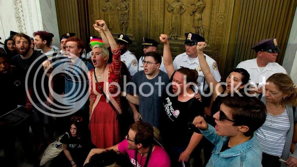 photo kavanaughscdoor-protests_zpsnrpey0fu.jpg