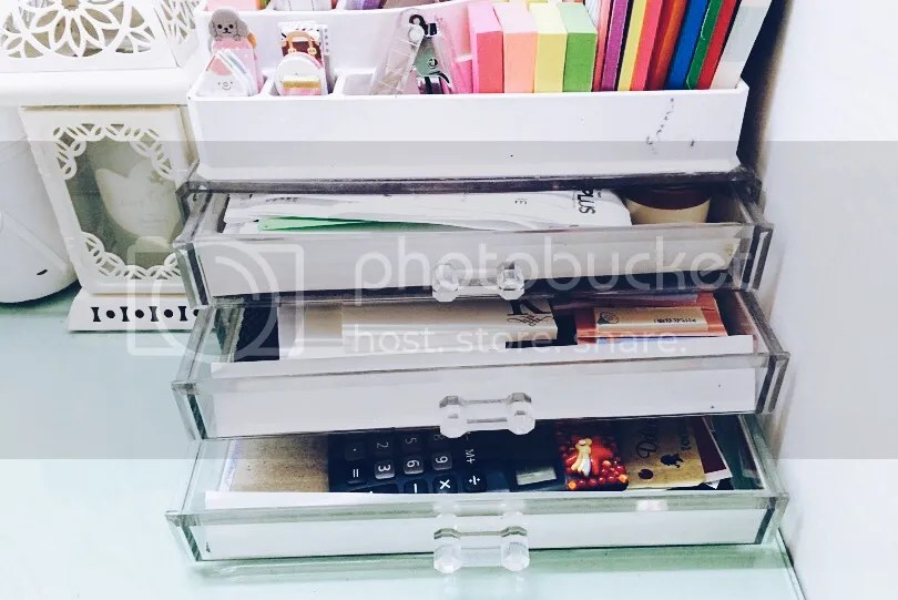 organize_planner_school_supplies_sticky_notes_notedpad_stationary_Scrapbook_neat_tidy_pastel_bright_desk_pens_paper