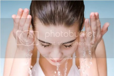 grey Cách rửa mặt để có làn da mịn đẹp