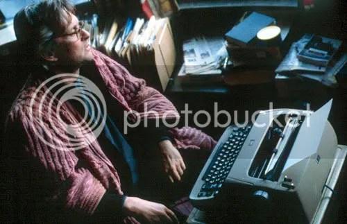Grady Tripp (Michael Douglas) confronts an empty page