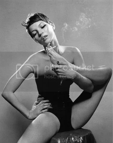 photo Kate-Moss-pixie-smoking-with-feet-_zpse84ab650.jpg