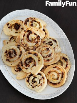 cranberry-cheese pinwheels