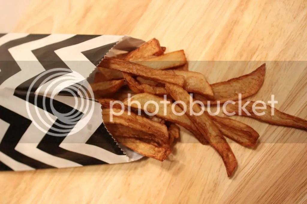 Crispy Oven Baked Fries | EverydayMadeFresh.com