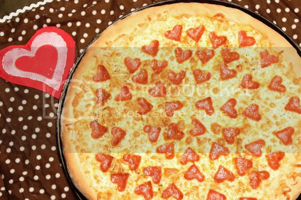 Pepperoni Pizza for your Loves | EverydayMadeFresh.com