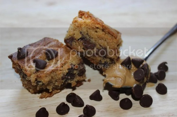 6 Time Saving Game Day Recipes| Peanut Butter Blondies with Chocolate Chips| EverydayMadeFresh.com