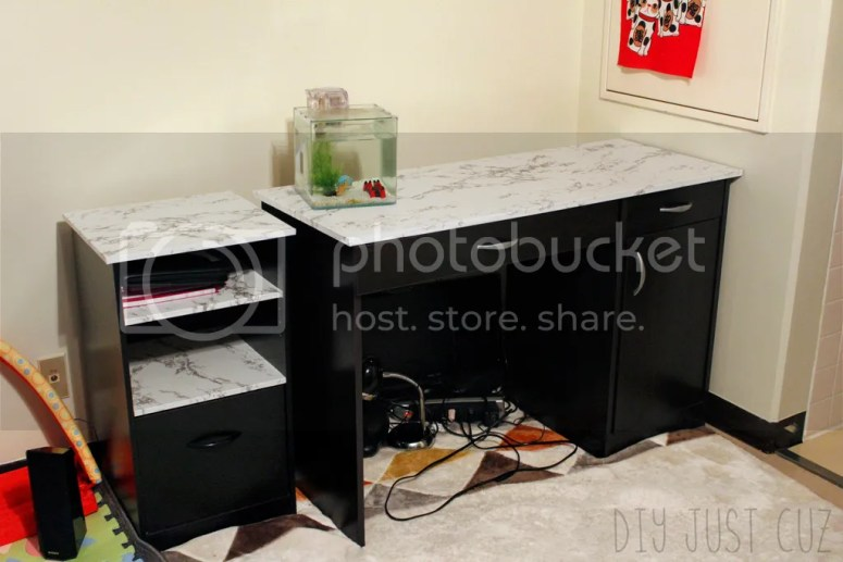 Why spend $699 on an expensive marble computer desk when you can make your own with a single roll of contact paper and a cheap laminate desk? You shouldn't! @diyjustcuz