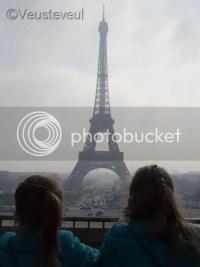 Parijs, het plein over en daar is de Eiffeltoren!