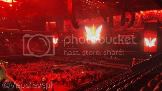 Ziggo Dome begint zicht te vullen met mensen in het rood gekleed