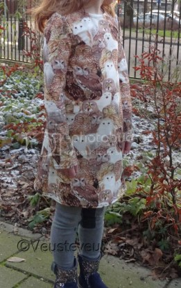 Jurkje gemaakt van een digitale foto print tricot met uiltjes!