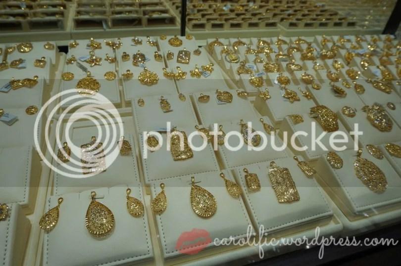 Malabar, Malabar Gold and Diamonds, Jewels, Jewelry, Jewellery, Jewellery Store in Kuala Lumpur, Gold, Diamonds, Engagement Rings, Sapphire, Pearls, Necklaces, Earrings, Bracelets, Kuala Lumpur, Malaysia, Kareena Kapoor Khan,
