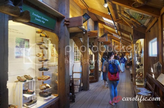 Travel, Amsterdam, The Netherlands, Zaanse Schans, Amsterdam Centraal, Where to Go, How to Go to Zaanse Schans, What to See, Sightseeing, Old Dutch Town, Wooden Shoes, Clogs