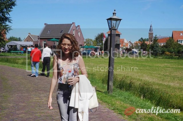 Travel, Amsterdam, The Netherlands, Zaanse Schans, Amsterdam Centraal, Where to Go, How to Go to Volendam, How to go to Marken, What to See, Sightseeing, Old Dutch Town, Volendam, Marken, Windmills, Dutch, Holland, Netherlands,