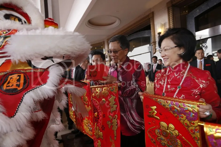 photo Photo 2 - Tan Sri Lim Kok Thay and his wife Puan Sri Cecilia Lim receiving good luck scroll from the  lion_zps7zwxnfij.jpg