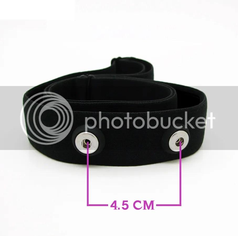 心拍計ユニットをストラップに固定するスナップの間隔は4.5cm