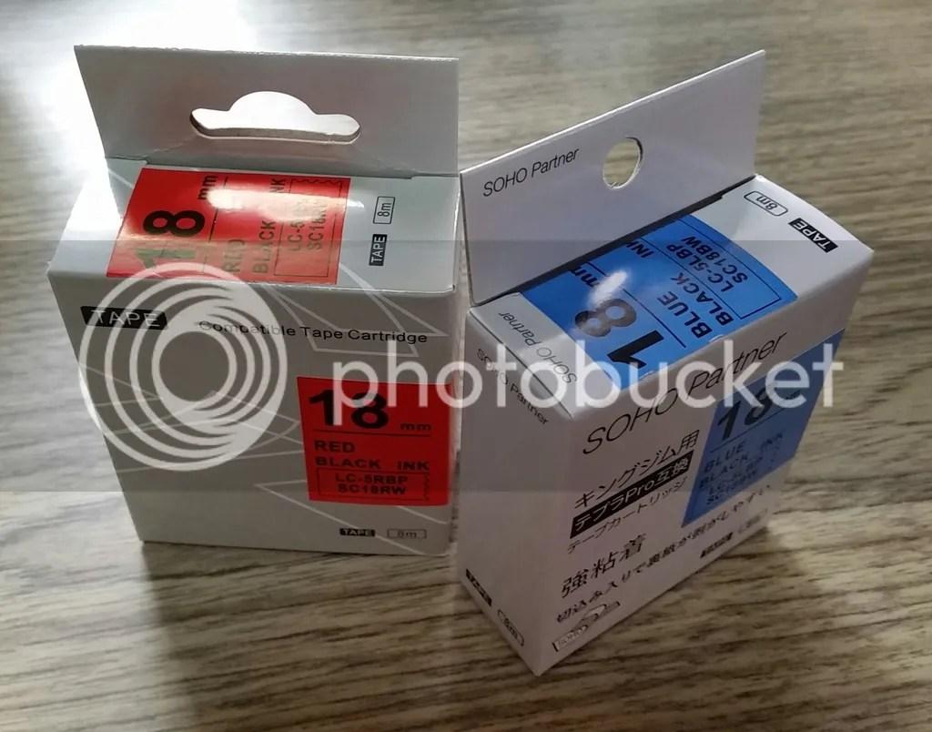 SOHO Partnerで注文したテプラPROシリーズテープ互換品。中国製なのはまぁ当然として、パッケージが日本語になっているものと英語のものが。