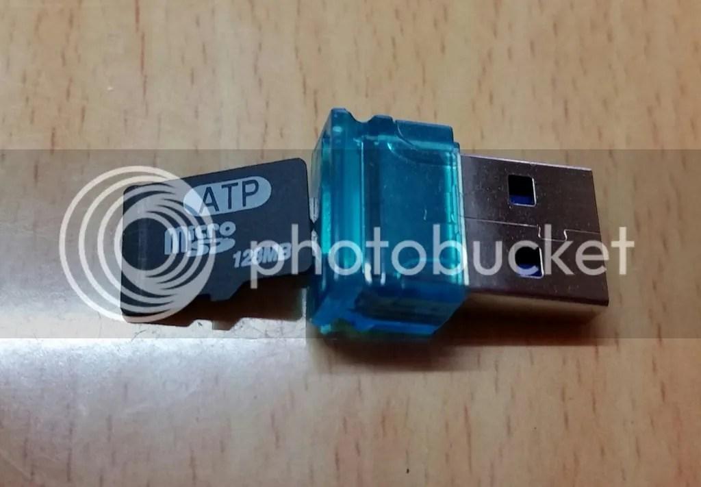 かつて携帯電話で使われていたであろうmicro SDカードをUSB 2.0アダプタを介してしつこく利用