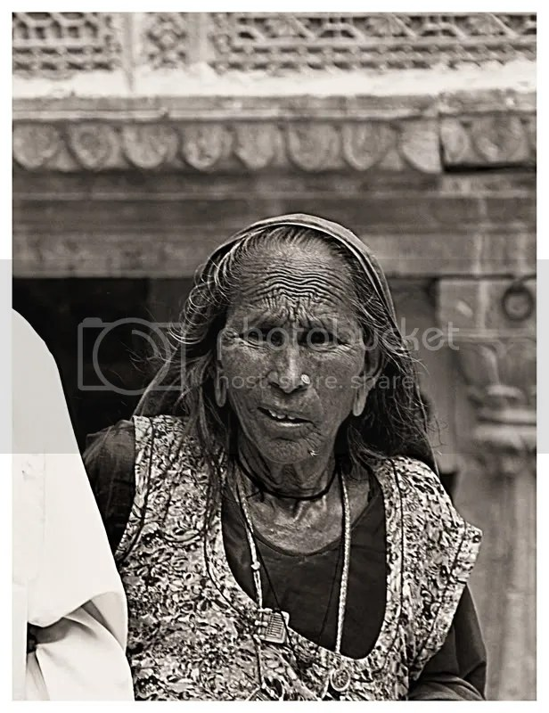 Life in a Haveli (old woman)