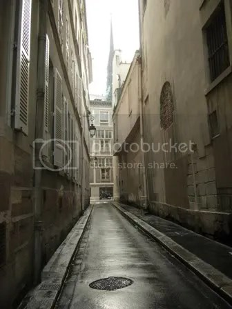 We walked along some of the small streets and alleys of Ile de la Cité