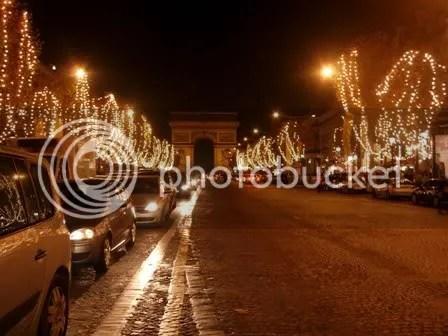 Le boulevard des Champs Elysées tout illuminé pour noël - décembre 2006
