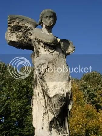 Un ange abîmé au cimetière de Père Lachaise - novembre 2006