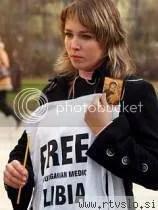 Demonstrantka za izpustitev obtoženih