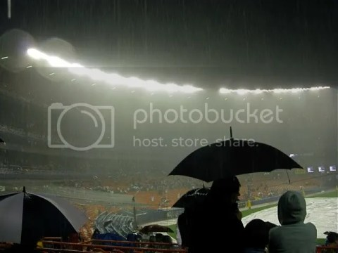 Rain delay at Shea stadium